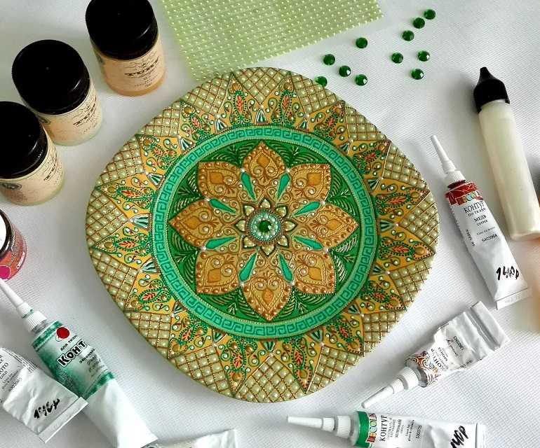 Роспись тарелки акрилом