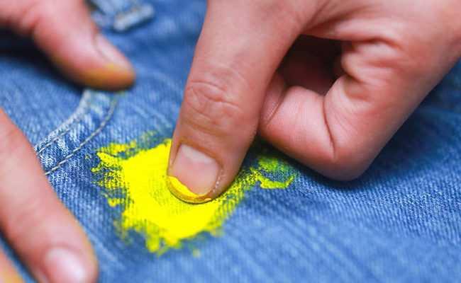 Выведение водоэмульсионной краски с одежды