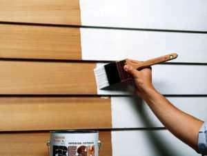 Покраска деревянной стены