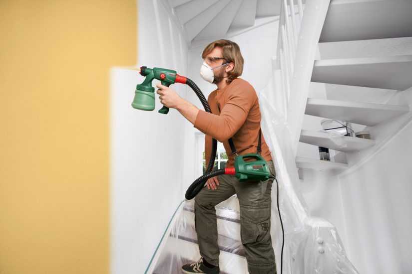 окраска стен краскопультом