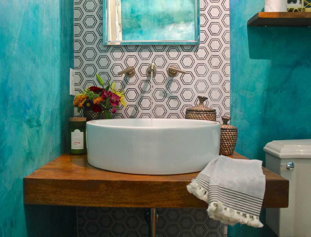 Отделка ванной резиновой краской-1